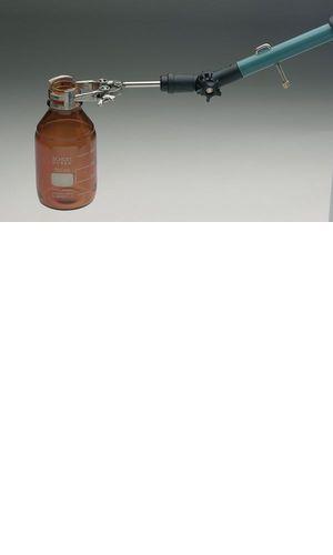 Pro montáž na teleskopické tyče nabízíme všestrannou svorku pro vzorkovací láhve různého druhu s průměrem hrdla od 10 do 80 mm! Budete flexibilní v použití různých lahví na vzorky, jednoduše je vložíte do svorky. Povrchové vzorky mohou být odebrány přímo do vaší láhve.